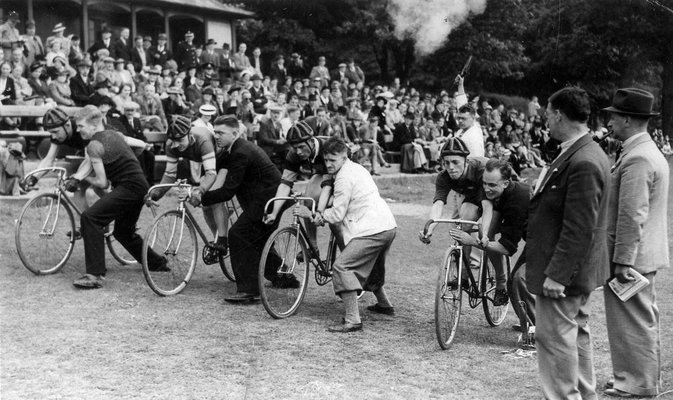 Roundhay Park, start of a track cycling race